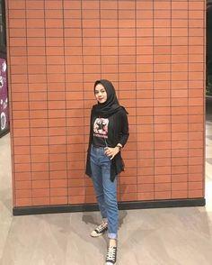 New fstylish and fashionable hijab fashion for teensolder 14 Hijab Casual, Ootd Hijab, Hijab Jeans, Hijab Chic, Casual Outfits, Fashion Outfits, Modern Hijab Fashion, Street Hijab Fashion, Hijab Fashion Inspiration