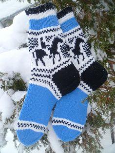 Knitting Socks, Knit Socks, Christmas Stockings, Villa, Holiday Decor, Fashion, Pictures, Needlepoint Christmas Stockings, Moda
