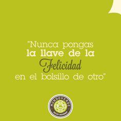 """""""Nunca pongas la llave de tu felicidad en el bolsillo de otro"""". #Frases #MundoVerde #Felicidad"""