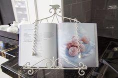 Traditional kitchen. Cookbook. Granite benchtop. www.thekitchendesigncentre.com.au