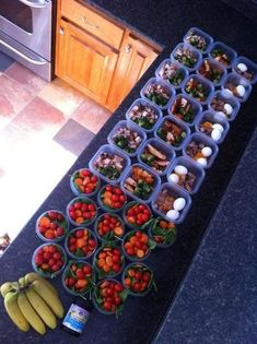 """how to prep for a week of healthy eating - no instructions on how to pack these. but excellent idea to pack your breakfast, lunch & snack so you don't have the """"I forgot my healthy lunch"""" excuse Food For Thought, Think Food, Love Food, Healthy Habits, Healthy Snacks, Healthy Recipes, Lunch Snacks, Eat Healthy, Kid Lunches"""