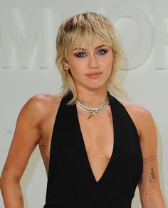 Cabelo Miley Cyrus, Miley Cyrus Hair, Growing Out A Bob, Growing Out Bangs, Summer Haircuts, New Haircuts, Shag Hairstyles, Hairstyles With Bangs, Low Maintenance Haircut