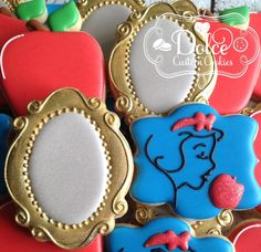 Love that Mirror cookie! Iced Cookies, Cute Cookies, Royal Icing Cookies, Cupcake Cookies, Sugar Cookies, Disney Princess Cookies, Disney Cookies, Princess Cakes, Snow White Cake