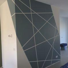 Blog creatief schilderwerk, muurschilderingen en letters Geometric Wall Paint, Geometric Wallpaper, Tape Wall, Room Wall Painting, Lobby Design, Paint Colors For Living Room, Geometric Designs, Paint Designs, Bedroom Wall