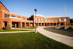 American High School, In High School, School Hall, I School, Girls School, School Building Design, School Design, Us Universities, Dream School