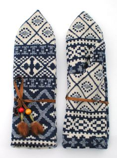 Traditional Mitten-blue: isakinger