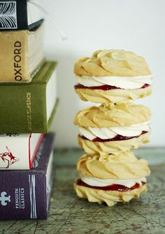 Viennese Whirls Cookies - also known as Monte Carlos. My favorite cookie! Biscuit Cookies, Sandwich Cookies, Biscuit Recipe, Baking Recipes, Cookie Recipes, Dessert Recipes, Baking Ideas, Mini Desserts, Just Desserts