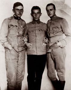 Egon Schiele with two comrades during the first world war. Photography. around 1916. (Photo by Imagno/Getty Images)
