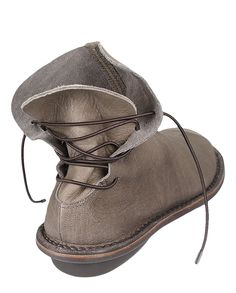 Trippen CHEER in smog - Closed Cheer pa f Smog-mfl smg Shoe Boots, Ankle Boots, Shoe Bag, She Walks In Beauty, Felt Shoes, Mein Style, How To Make Shoes, Fashion Flats, Vintage Shoes