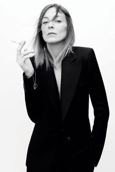British fashion designer Phoebe Philo is making her fashion comeback with an eponymous label. Here's what we know so far. British fashion designer Phoebe Philo is finally back in fashion. Known for her work as creative director for luxury fashion houses Chloé from 2001 to 2006 and Céline from 2008 to 2017, the designer is […] The post Phoebe Philo Is Launching Her Eponymous Label In A Major Fashion Comeback appeared first on MEGA. Phoebe Philo, Le Smoking, Style Parisienne, Fashion Gone Rouge, Style Masculin, David Sims, Black White, Vogue, Tomboy Fashion