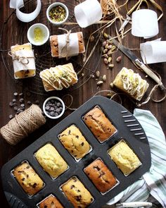 Mini Loaves food gifts from the kitchen or also bake sale idea. Bread Packaging, Bakery Packaging, Brownie Packaging, Dessert Packaging, Packaging Ideas, Cake Recipes, Dessert Recipes, Sweet Recipes, Bon Dessert