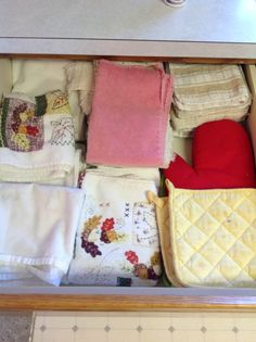 K-37 assorted washcloths, towels, and hotpads