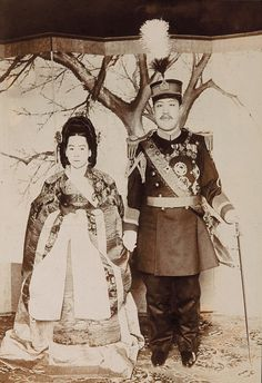 Emperor Sunjong and Empress Sunjeonghyo, Photo Album of the Imperial Family, Collection of The Museum of Photography, Seoul korea. Old Pictures, Old Photos, Korean Peninsula, Korean Hanbok, Asian History, Korean Art, Korean Traditional, Seoul Korea, Historical Photos