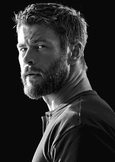 Chris Hemsworth photographed by Patrik Giardino for Men's Health. Chris Hemsworth Thor, Hemsworth Brothers, Elsa Pataky, Gentleman, Marvel Actors, Age Of Ultron, Charlize Theron, Celebrity Crush, Celebrity Guys