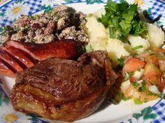 Receita de Acompanhamentos para Churrasco: Feijão Tropeiro e Salada de Aipim - Todo Saboroso