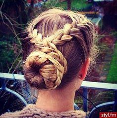 Image via We Heart It https://weheartit.com/entry/156894174 #beauty #brunette #clothes #girl #hair #makeup #nails #style