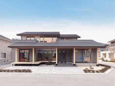 Japanese Style House, Traditional Japanese House, Japanese Modern, Japan House Design, Modern Contemporary Homes, House Yard, Backyard Lighting, Oriental Design, Dream Home Design