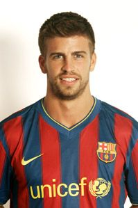 Gerard Piqué // One of my favorite (and one of the cutest) Barça players - plus he's Shakira's boyfriend #chicos