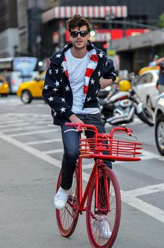 Streetwear primavera verano Paris Fashion Week 2014 #red #fashion #bikes