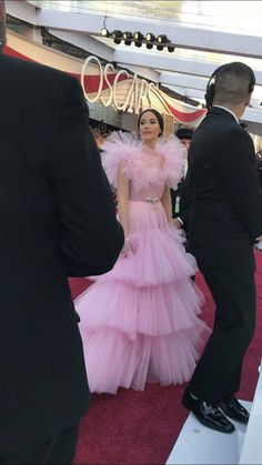 Kacey Musgraves, Country Artists, Lady And Gentlemen, Country Music, Gentleman, Tulle, Fashion Looks, Singer, Queen