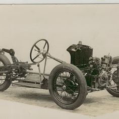 Chassis of an early Morgan 2 speed 3 wheeler. Note the non-standard friction dampers mounted to the front and rear suspension Mini Chopper, Bike Engine, Reverse Trike, 3rd Wheel, Running Gear, Mini Bike, Car In The World, Car Wheels, Go Kart