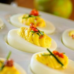 Recipe for Sun-Dried Tomato and Chive Deviled Eggs. These handsome deviled eggs add bright color and flavor to your Easter buffet. Think Food, I Love Food, Mini Pizza, Deviled Eggs Recipe, Egg Recipes, Appetizer Recipes, Paleo Appetizers, Easter Recipes, Easter Ideas