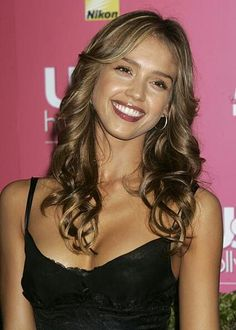 light ash brown with blonde highlights Unique Hairstyles, Celebrity Hairstyles, Pretty Hairstyles, Hairstyle Ideas, Hair Ideas, Long Curly Hair, Curly Hair Styles, Taurus, Jessica Alba Hot