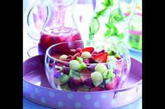Ovocný salát   Apetitonline.cz Fruit Salad, Cereal, Breakfast, Food, Alcohol, Morning Coffee, Fruit Salads, Essen, Meals