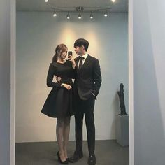 Award show We won The best couple award Matching Couple Outfits, Matching Couples, Mode Ulzzang, Ulzzang Girl, Cute Couples Goals, Couple Goals, Korean Couple, Ulzzang Couple, Fashion Couple