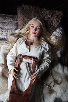 Viking Queen, Viking Woman, Viking Age, Vikings, Viking Tunic, Cut Photo, Shield Maiden, Fantasy Costumes, Blonde Color