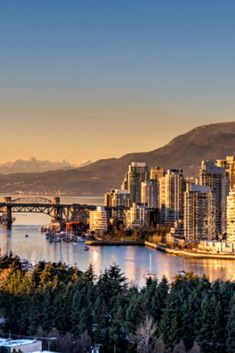 It is one of my favorite cities on earth, and there should be no surprise that there is an endless number of things to do in Vancouver.  Check How to Shoot and Edit Panorama Photos #photography #winter #sunset #tips #tutorial #travel #canada #vancouver #photoshop