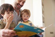 Fælles læseoplevelser gavner de unge  Forskningen har fundet, at fælles læseoplevelser gavner de unge meget.   Fordelene ved fælles læseoplevelser er:      Fremme beriget sprogeksponering     Fremme udvikling af lytteevne og stavefærdigheder     Større læseforståelse og ordforråd     Etablering af grundlæggende læsedygtighed  Fælles læseoplevelser leverer også mulighed for, at forældre og børn sammen kan fremme en positiv holdning til læsning.  Når vi læser højt for vores børn, gavner det…