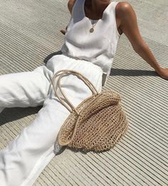 Fresh white linens and a straw bag - the ultimate style trends of summer 2017.