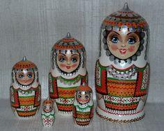 Matryoshka - Russian Wooden  Handmade Nesting Dolls  Set 5pc Souvenir