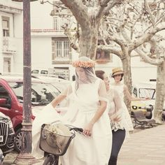 Momentos especiales en los que estar acompañada es importante #whitegatache #white #wedding #weddingdrees #amor #love #amour #shopping #atelier #noviasdiferentes #noviasconestilo #bodasdiferentes #bridal #bride #bodas #biciboda #whitetarte #traditional #natural #vintage
