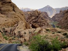 6 Roads With The Best Windshield Views In All Of Nevada Cool Places To Visit, Places To Go, Oregon Washington, Valley Of Fire, Adventure Activities, Road Trip Usa, Go Outside, Van Life, Nevada