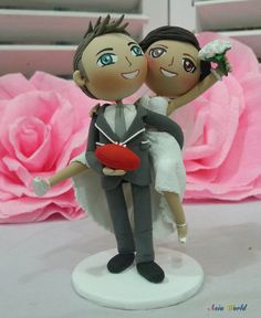 Wedding cake topper Groom carry bride on back, hold football clay doll, ring holder clay miniature,clay figurine engagement,wedding gift on Etsy, $82.50