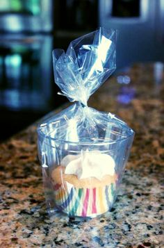 ❦ Cute idea to wrap cupcakes for a bake sale