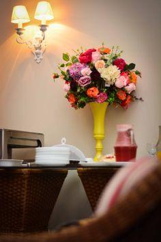 Arranjo Artificial Colorido: perfeito para mesa do bolo – Sua casa mais Formosinha