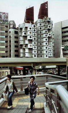 Torre de cápsulas Nakagin (1972) Shimbashi Ginza. Tokio, Japón | Kisho Kurokawa