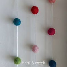 Haak & Maak: Bolletjes van vilt - slinger - DIY