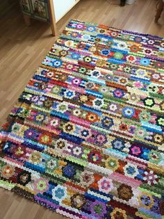 Discover More Snazzy English paper piecing quilts patchwork ideas Batik Quilts Pattern Designs English Paper Piecing Quilts Patchwork . Hexagon Quilt Pattern, Patchwork Patterns, Quilt Patterns, Patchwork Ideas, English Paper Piecing, Millefiori Quilts, Quilting Designs, Quilting Tutorials, Quilt Making