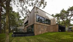 #InspiraçãoDoDia Uma casa que parece pequena por fora, mas espaçosa por dentro