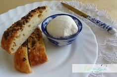 pro radost/ for pleasure: Labneh - jednoduchý sýr typu Lučina z jogurtu Russian Recipes, Camembert Cheese, French Toast, Polish, Breakfast, Food, Morning Coffee, Varnishes, Manicure