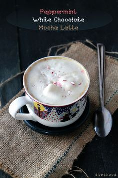 Peppermint White Chocolate Mocha Latte - I am SO making this! All you need is strong coffee/espresso, milk, white chocolate and crushed peppermint/candy cane! Eggnog Latte Recipe, White Chocolate Mocha, Peppermint Chocolate, White Mocha, Peppermint Candy, All You Need Is, Smoothie Drinks, Smoothies, Cafes