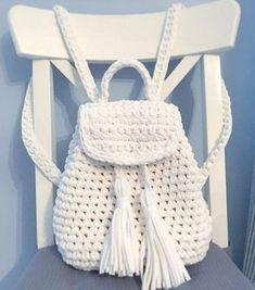 How to crochet backpack Crochet Backpack Pattern, Free Crochet Bag, Mode Crochet, Crochet Purse Patterns, Crochet Market Bag, Diy Crochet, Crotchet Bags, Knitted Bags, Crochet Handbags