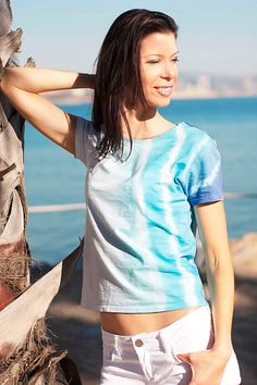 Take me to the sea! Oh, yes! If you love the colors of the sea, that's the perfect short sleeve shirt for you! 100 % cotton shibori tee with happy turquoise colors in ombre style for casual, beach and yoga wear. Check it out on Etsy and like us on Facebook: https://www.facebook.com/SophDesignClothing/