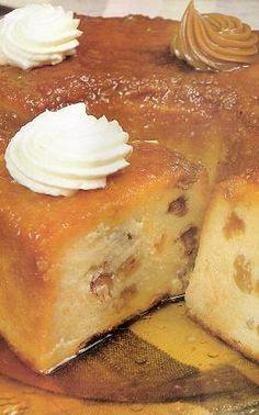 Budín de pan tradicional Puerto Rican Cuisine, Puerto Rican Recipes, Cuban Recipes, Desert Recipes, Sweets Recipes, Cake Recipes, Cooking Recipes, Spanish Desserts, Spanish Food