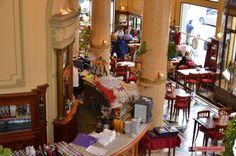 Interior de la Confitería Las Violetas, Patrimonio Histórico de Buenos Aires. Fotografía Walter Raymond