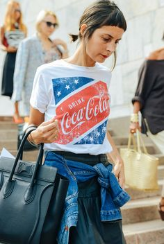Luxe bag + t-shirt & denim #streetstyle #fashion